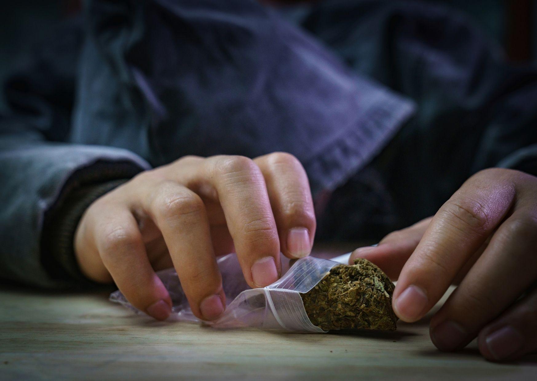 proč lidé berou drogy